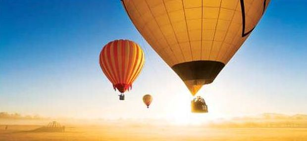 Sunny morning with Hot Air Balloon Cairns